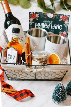 Beautiful aromatics like cloves, allspice, and star anise and packaged with sugar, dried oranges, and cinnamon sticks in this DIY mulled wine spice blend. Easy Diy Gifts, Simple Gifts, Simple Diy, Dried Orange Slices, Dried Oranges, Mulled Wine Spices, Brunch Places, Host Gifts, Bulk Barn