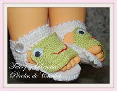 Sandalinha em croche - SAPINHO   Fiz por foto. Não tem gráfico.   Ficou muito lindinha!!!      perolasdocrochet@hotmail.com...