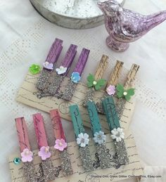 5 Glass Glitter Clothes Pins -- cool for hanging Christmas cards or banner letters! Diy Craft Projects, Craft Stick Crafts, Craft Gifts, Diy And Crafts, Arts And Crafts, Paper Crafts, Craft Ideas, Clothes Pegs, Clothes Crafts