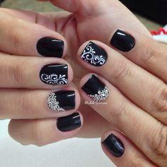 Nails linda #black #filha #única #arabescos #mimo #madahsantana #manicure #nailartes #naoéadesivo #tudofeitoamaolivre #traçolivre ❤️