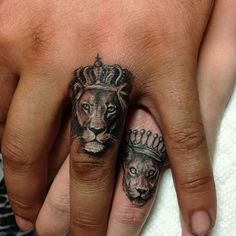 Lion Tattoo: Symbolism and attractive lion tattoo designs for both sexes. - sandy - Lion Tattoo: Symbolism and attractive lion tattoo designs for both sexes. Hand Tattoos, Neue Tattoos, Body Art Tattoos, Sleeve Tattoos, Tatoos, Lion Hand Tattoo, Tattoo Art, Lion Finger Tattoos, Tattoo Quotes