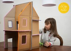 Casa de muñecas de cartón reciclado   Aprender manualidades es facilisimo.com