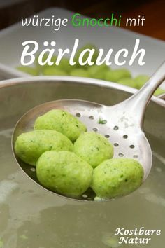 Bärlauch ist sehr gesund, lecker und vielseitig zuzubereiten. Probiere doch einmal dieses einfache Rezept für Bärlauch-Gnocchi!