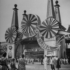 Entrance to the Luna Amusement Pavilion at Coney Island Amusement Park