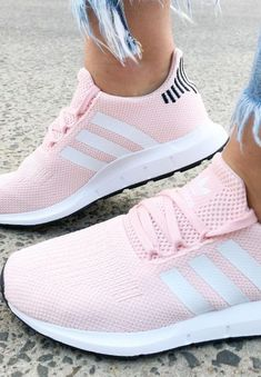 adidas Swift Run Schuhe Icey Pink adidas Sneakers SportStylist Sneaker Outfits, Sneakers Fashion Outfits, Casual Sneakers, Sneakers Style, Fashion Shoes, Shoes Style, Fashion Casual, Space Fashion, Cheap Fashion