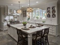 checked-pattern-white-black-colors-floor_white-standing-stoves-oven_small-island-stove-hook_black-tile-floor_grey-granite-countertops_old-farmhouse-kitchen-designs-kitchen-design-ideas-541x405.jpg (541×405) #greykitchens
