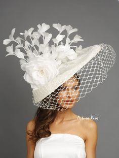 Big hats and fascinators Kentucky Derby Fashion, Kentucky Derby Hats, Millinery Hats, Fascinator Hats, Fascinators, Headpieces, Chapeaux Pour Kentucky Derby, Kentucky Derby Fascinator, Mad Hatter Hats