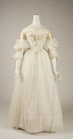 Cheap costume dress, Buy Quality victorian dress directly from China satin dress Suppliers: The Costume Institute of the Metropolitan Museum of Art Victorian dress satin dress 1800s Fashion, 19th Century Fashion, Fashion Mode, Moda Fashion, Victorian Fashion, Vintage Fashion, Victorian Era, Antique Clothing, Historical Clothing