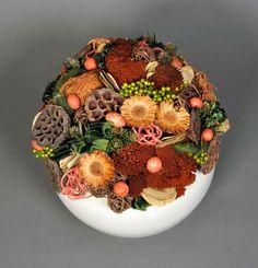 Magyar Szárazvirág Kft. - ŐSZ 2013 Flower Decorations, Table Decorations, Dry Plants, Arte Floral, Fairy Houses, Ikebana, Floral Arrangements, Cake Decorating, Christmas Wreaths