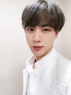 """gentle and kind photos of seokjin: a thread"" Seokjin, Namjoon, Hoseok, Taehyung, Bts Jin, Jungkook Selca, Park Ji Min, Jung Kook, Foto Bts"