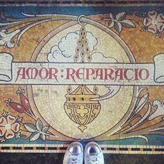 Los fantásticos suelos de mosaico de la Catedral de Lille.  #ihavethisthingwithfloors #fromwhereistand #tiles #floor #vsco #tileaddiction #fwisfeed #lookingdown #design #lookdown #pattern #mosaic #viewfromthetop #flooring #interiors #igers #lille #france #vieuxlille #igerslille #travel #europe #francia #architecture #picoftheday #igersfrance #amazing #decoration by cervezita87