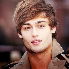 Douglas Booth - more beautiful than a young Jude Law Douglas Booth Romeo, Beautiful Boys, Gorgeous Men, Montgomery, Cute Actors, Raining Men, Hollywood Actor, Famous Faces, Man Crush
