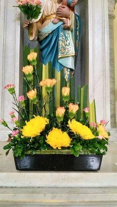 Altar Flowers, Church Flowers, Easter Flower Arrangements, Floral Arrangements, Bongs, Floral Designs, Fresh Flowers, Funeral, Color Blocking
