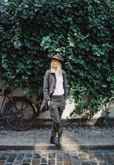 Ouur, a new clothing brand from Kinfolk - cate st hill Wit And Delight, Miss Moss, How To Make Clothes, Making Clothes, Japanese Outfits, Japanese Clothing, Kinfolk, Looks Style, Tomboy