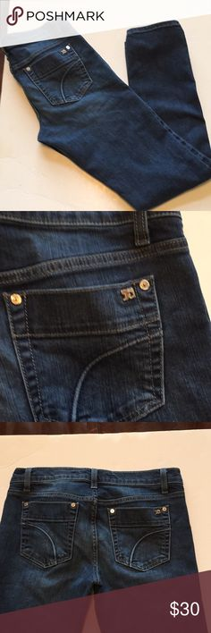 Joes jeans cigarette kennedy wash size 27 Excellent condition Joes Jeans cigarette style kennedy wash size waist is 27 and length measures about 29 inches. Darker wash from smoke free home. Please let me know if any questions. Thanks for stopping by. Joe's Jeans Jeans Skinny