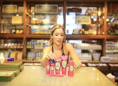 Não precisamos ir longe para cuidar da nossa pele unhas e cabelo... As frutas sementes catanhas nativas do Brasil tem propriedades incríveis! Visitei a loja da @granadopharmacias no @grandhyatt_rio e escolhi meus produtos preferidos! Tem post no blog falando mais sobre isso! www.dojeitoh.com.br #granadonohyatt #fhitsRio @fhits