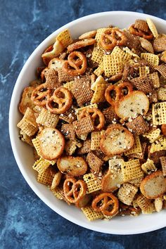 Classic Chex Party Mix with an everything bagel seasoning twist! This easy snack mix is perfect for parties or every day snacking! Trail Mix Recipes, Snack Mix Recipes, Appetizer Recipes, Cooking Recipes, Snack Mixes, Fall Trail Mix Recipe, Appetizer Ideas, Appetizers, Easy Party Food