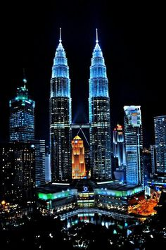 The Petronas Towers, Kuala Lumpur, Malaysia.Also known as the Petronas Twin Towers,hold the world tallest building record from 1998 to 2004 Places Around The World, The Places Youll Go, Travel Around The World, Places To Go, Around The Worlds, Kuala Lumpur, Borneo, Twin Towers, Beautiful World