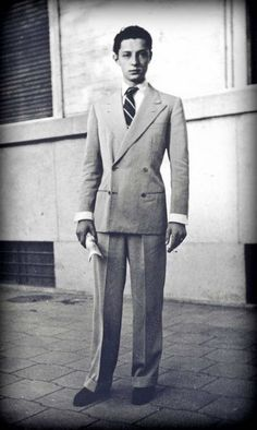 Young Gianni Agnelli in 4x2 suit with cigarette and fold-back shirt cuffs #dapper #italian