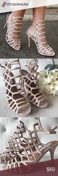 "NWOT STEVE MADDEN Suede Cage Sandals, Size 6 NWOT STEVE MADDEN 'Slithur' Suede Cage Sandals, Size 6. Sexy nude suede cage sandals with adjustable ankle buckle closure an uber comfortable heel height of approx 3.5"". Looks phenomenal on everyone, especially against tan, darker skin tones!! BRAND NEW, never worn (box thrown out). ✨Purchased from Nordstrom for $110 plus tax *** currently in stores!!! *** ✨ Steve Madden Shoes Sandals"