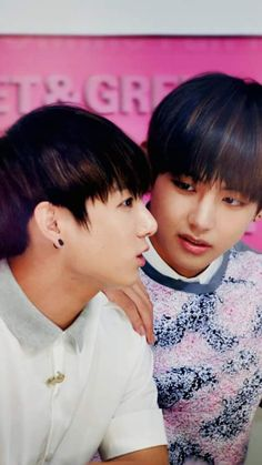 Asdfghh whyyyy? the love in taehyung's eyes though :)