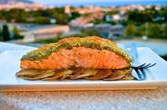 Salmon with crispy crust of pesto and cheese