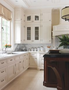 images of gracious family kitchen free house interior design ideas wallpaper Interior Exterior, Kitchen Interior, Kitchen Decor, Kitchen Layout, Interior Paint, Kitchen Ideas, Interior Design, Family Kitchen, New Kitchen