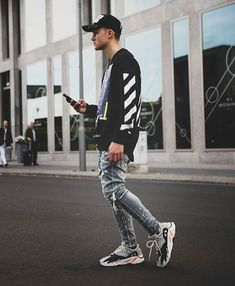 Beautiful Sneakers You Can Wear Without Socks Best Street Outfits, Hypebeast Outfit, Yeezy Outfit, Mens Fashion Suits, Mode Vintage, Streetwear Fashion, Urban Fashion, Street Wear, Menswear