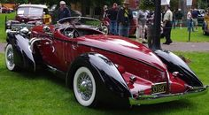 Vintage Cars Classic 1935 Auburn boattail speedster - Cars are nothing without the people who engineer, build, race and design them. Let's talk about that last one a little bit. Who's the best car designer of all time? Designer Automobile, Jeep Carros, Auburn Car, Auto Gif, Vw Vintage, Auto Retro, Cabriolet, Amazing Cars, Awesome