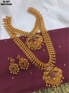 How much it cost? Gold Wedding Jewelry, Gold Jewelry, India Jewelry, Gold Necklace, Jewelry Design Earrings, Gold Jewellery Design, Marriage Jewellery, Jhumkas Earrings, Jewels