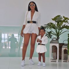 These photos of and her mini me makes our ovaries jump for joy! Who else is obsessed with mummy and me style? Mom And Baby Outfits, Cute Little Girls Outfits, Kids Outfits, Cute Outfits, Mother Daughter Fashion, Mother Daughter Matching Outfits, Mom Daughter, Mother Daughters, Mother Son