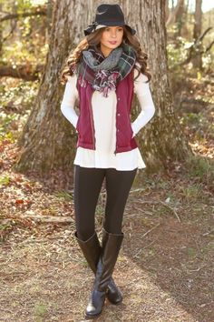 We love this look! A vest is our favorite way to layer! This plum vest is perfection! Do you agree? Repin!