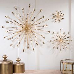 The contemporary Jelena Gold Starburst Metal Wall Art will add a bit of intrigue to your decor. Wall art features golden spokes arranged in a starburst shape. Gold Wall Decor, Gold Wall Art, Metal Wall Art Decor, Starburst Wall Decor, Gold Bedroom Decor, Contemporary Wall Decor, Diy Wand, Gold Walls, Metal Walls