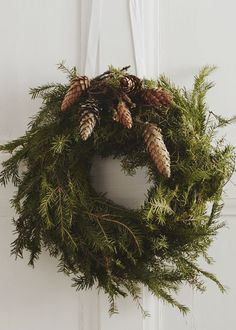 simple wreath with pinecones