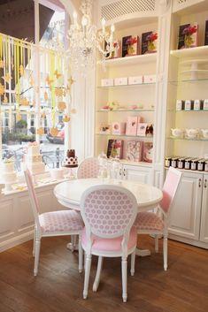 Pretty interiors at Peggy Porschen Parlour, 116, Ebury Street, Belgravia, London, SW1W 9QQ. Tel: 020 7730 1316. Opening Hours: Monday to Sunday 10am to 6pm.