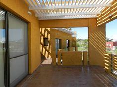 CASA DE CAMPO LOMAS DEL REY: Balcones y terrazas de estilo Moderno por ART quitectura + diseño de Interiores. ARQ SCHIAVI VALERIA