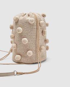 4 Trendy Zara Bags For This Summer - FashionActivation Zara Mode, Sac Week End, Zara Bags, Diy Purse, Basket Bag, Crochet Purses, Summer Bags, Knitted Bags, Handmade Bags