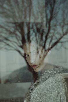 Photography Inspiration - portraiture - women portraiture - reflection effect - gaze - lighting