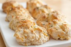 Cheddar Garlic Biscuits (like Red Lobster's Cheddar Bay Biscuits)