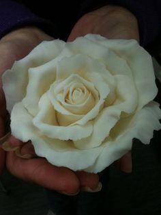 Simple Rose Tutorial - by LMCakeDesign @ CakesDecor.com - cake decorating website