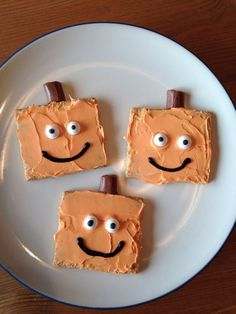 graham-cracker-pumpkin-halloween-treats - Frosted graham crackers with orange frosting, added candy eyes and stick half a tootsie roll on top!