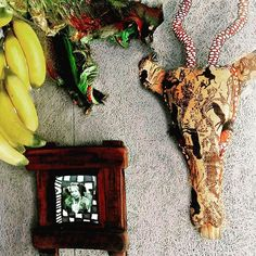 &Banana handmade African jewelry & crafts store, established in 1998 and positioned at the foot of the scenic Chapman's Peak Drive in Hout Bay, Cape Town, South Africa. Faux Taxidermy, African Jewelry, Craft Stores, Textile Art, Jewelry Crafts, Ethnic, Wildlife, Textiles, Frame