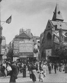 """La """"place Saint-Médard"""" photographiée par Eugène Atget en 1898. En fait, cette place devant l'église Saint-Médard n'est autre que le bas de la rue Mouffetard qu'on voit monter à gauche  (Paris 5e)"""