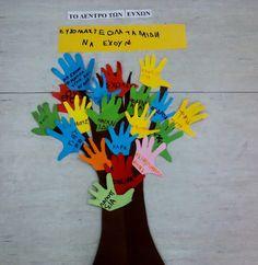 Childrens rights handprint tree! Kindergarten Math Worksheets, Kindergarten Crafts, Children's Rights And Responsibilities, Rights Respecting Schools, Fun Crafts, Crafts For Kids, British Values, Human Rights Day, School Displays