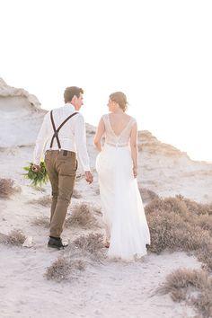 Hochzeit in Spanien am Strand. Brautkleid von rembo styling .bo