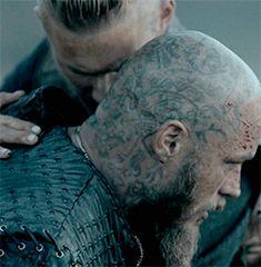 Ragnars plan worked like always Travis Vikings, Vikings Travis Fimmel, Vikings Tv Series, Vikings Tv Show, Ragnar Lothbrok Vikings, Viking Series, Vikings Season, Viking Culture, Viking Life