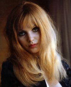 Madeline Smith    #60's #makeup
