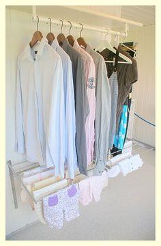 Great drying area, assume the bottom rack folds away Kanske så ist för i taket? Mer anv.bra?