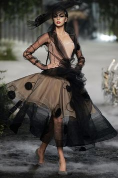 Say Death to the Dress: seaborder: John Galliano for Christian Dior,. (john galliano for christian dior,haute couture f/w 05 paris) Gypsy Fashion, Look Fashion, High Fashion, Fashion Show, Vintage Fashion, Fashion Design, Fall Fashion, Club Fashion, Vintage Dior