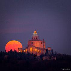 www.wheninit.com Regions Of Italy, Like A Local, Bologna, Far Away, Beautiful World, Taj Mahal, Sweet Moon, Around The Worlds, River